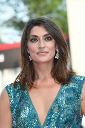 """Elisa Isoardi – 2018 Venice Film Festival Opening Ceremony and """"First Man"""" Red Carpet"""
