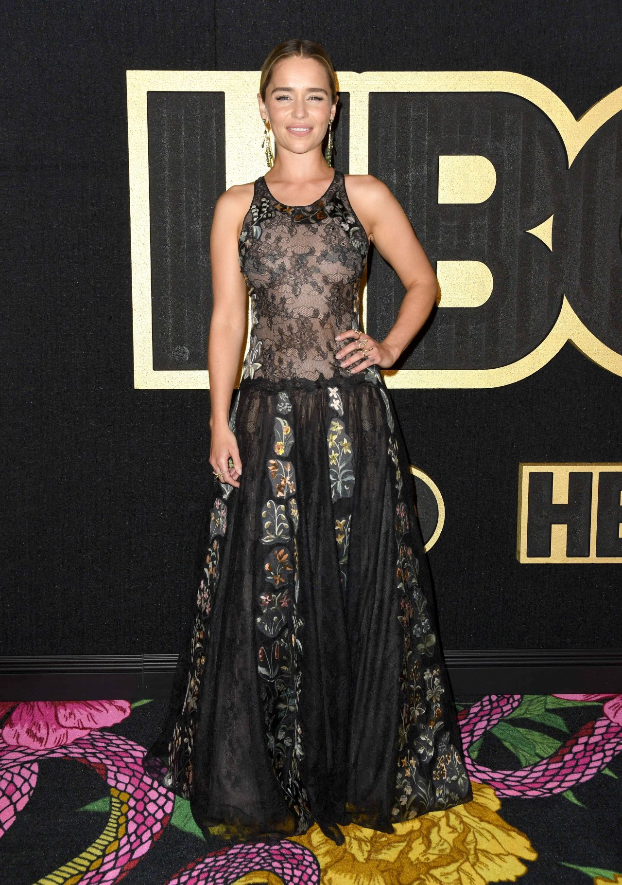 https://celebmafia.com/wp-content/uploads/2018/09/emilia-clarke-2018-emmy-awards-hbo-party-4.jpg