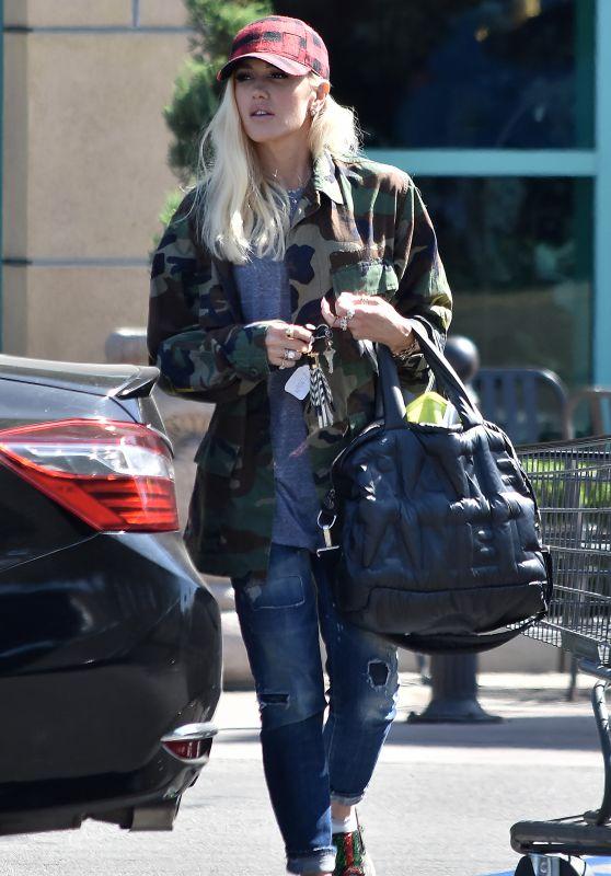 Gwen Stefani Street Style - Beverly Hills 09/24/2018