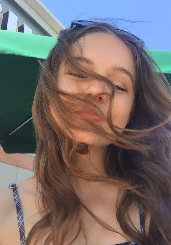 Izabela Vidovic - Personal Pics 09/17/2018
