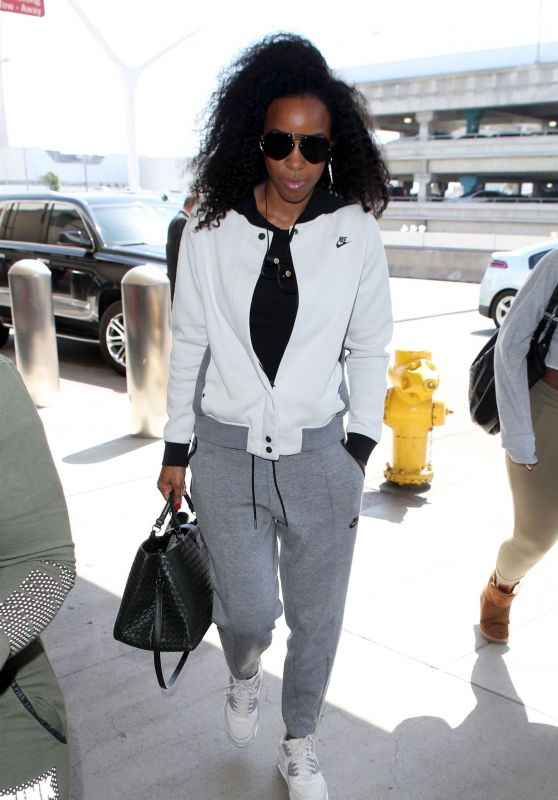 Kelly Rowland in a Nike Sweatsuit - Catches a Flight Out of LA 09/19/2018