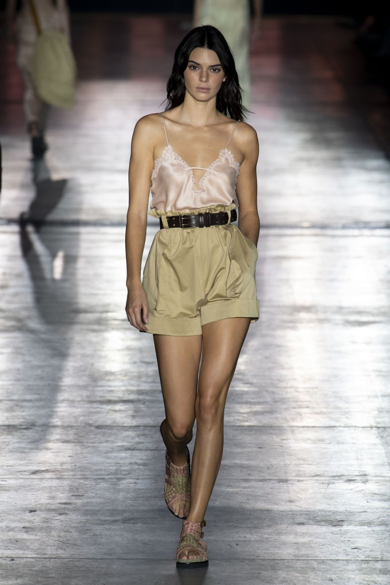 more photos 88cb9 2fe8e Kendall Jenner - Walks Alberta Ferretti Show at Milan ...