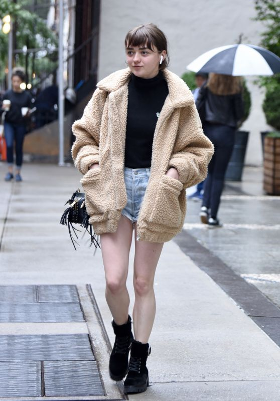 Maisie Williams - Out in NYC 09/10/2018