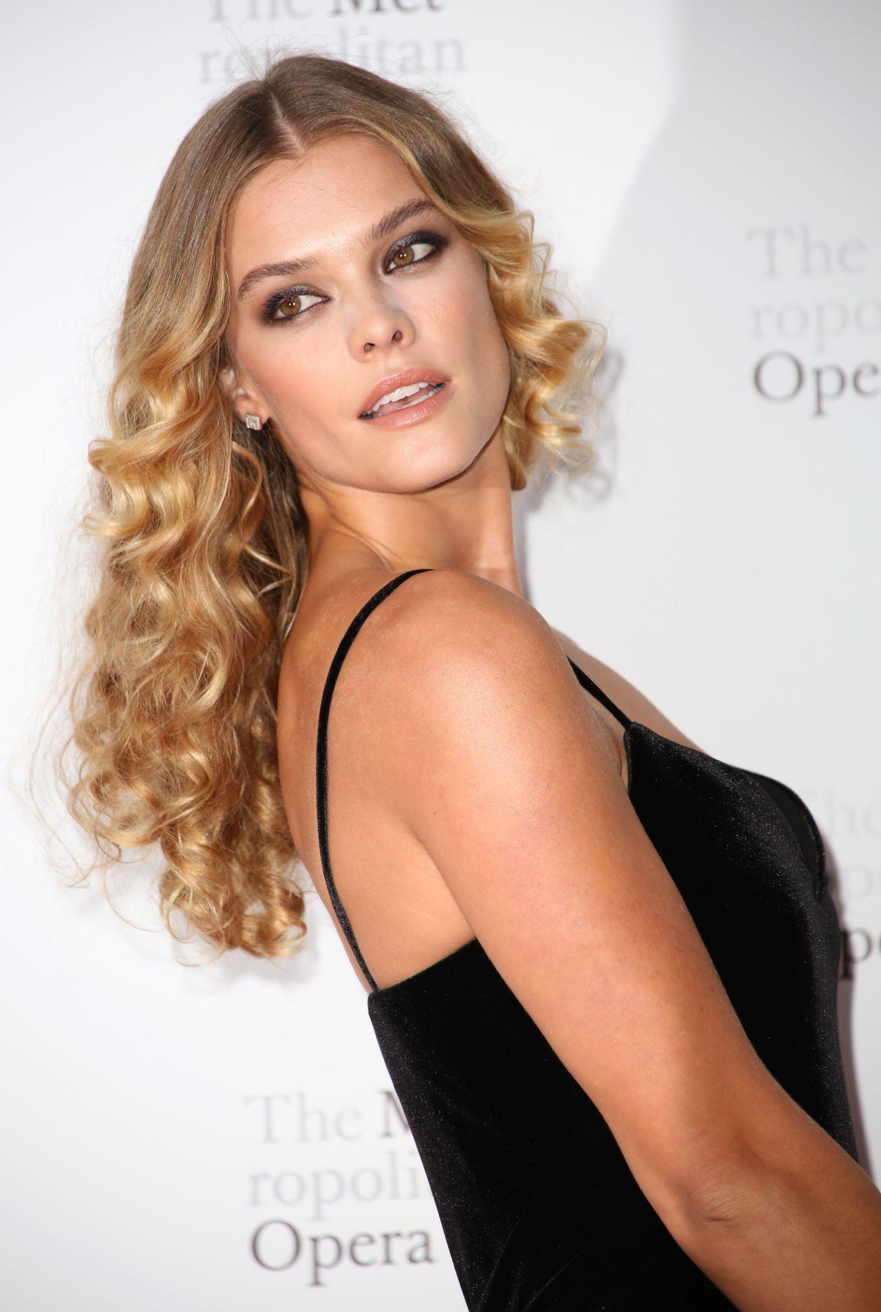 Nina Agdal - Metropolitan Opera Opening Night Gala in New