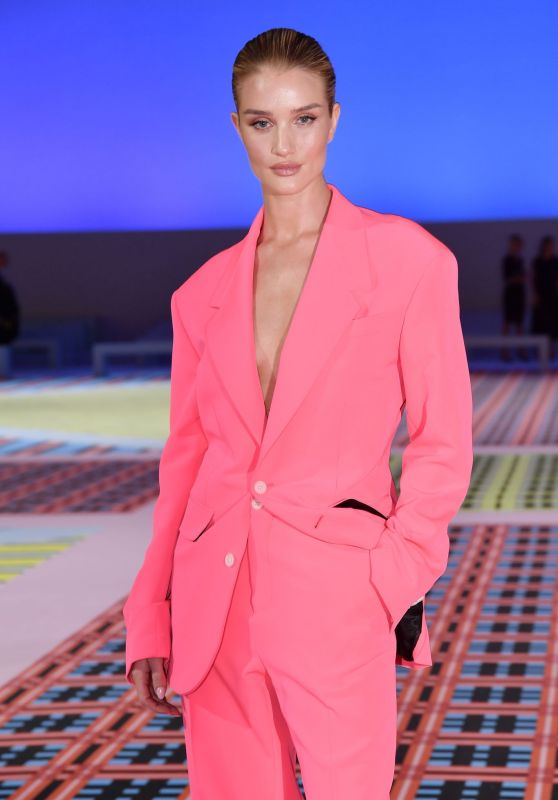 Rosie Huntington-Whiteley - Leaving Versace After-Party in Milan 09/21/2018
