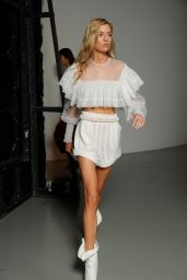 Stella Maxwell Walks Philosophy di Lorenzo Serafini Show, Milan Fashion Week 09/22/2018