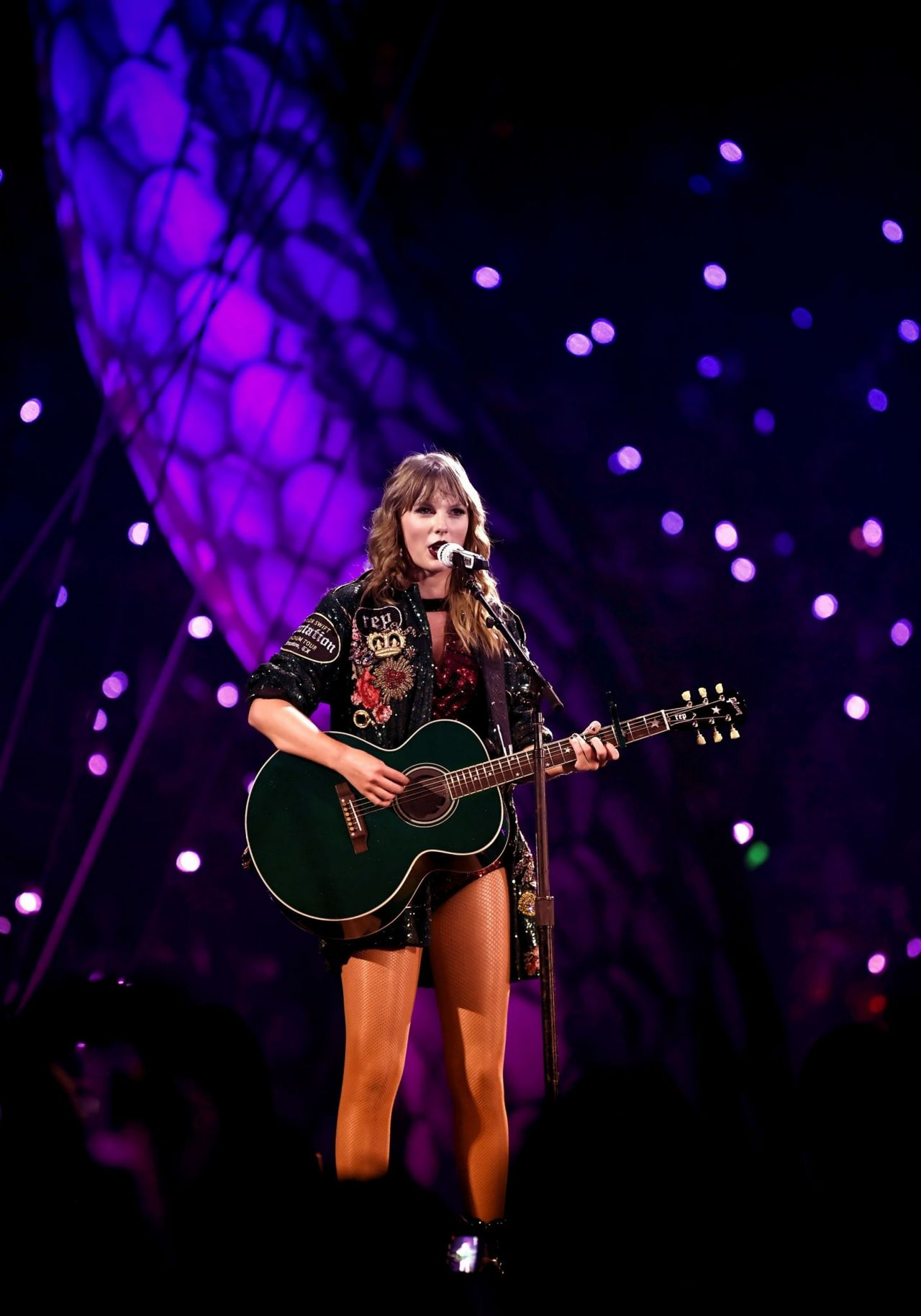 taylor swift performs live at reputation tour in houston. Black Bedroom Furniture Sets. Home Design Ideas