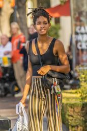 Willow Smith - Shopping With Her Mom Jada Pinkett in Calabasas 09/02/2018