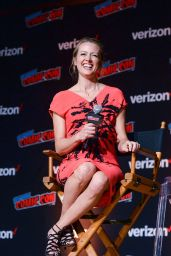 """Amy Acker - """"The Gifted"""" Panel at NYCC 2018"""