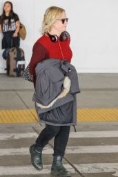 Amy Poehler in Travel Outfit 10/24/2018