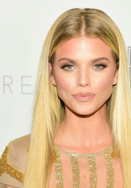 "AnnaLynne McCord - 2018 Autism Speaks ""Into The Blue"" Gala in Beverly Hills"