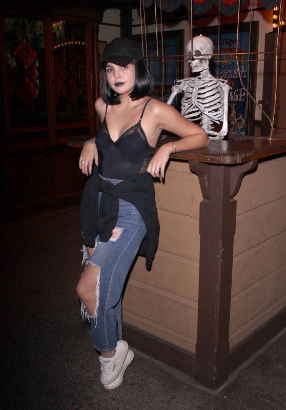 Bailee Madison - Knotts Scary Farm in Buena Park 10/06/2018