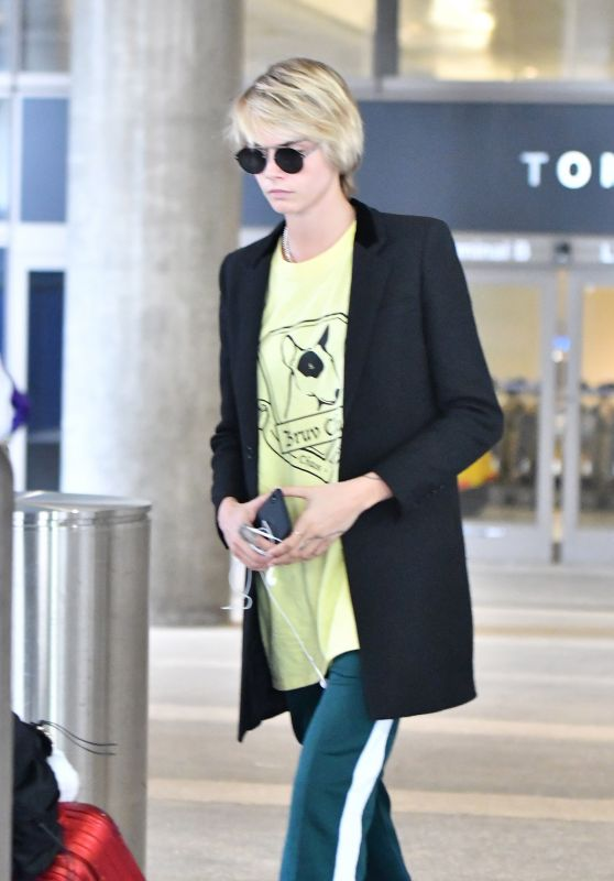 Cara Delevingne - Arriving to LAX Airport in LA 10/03/2018