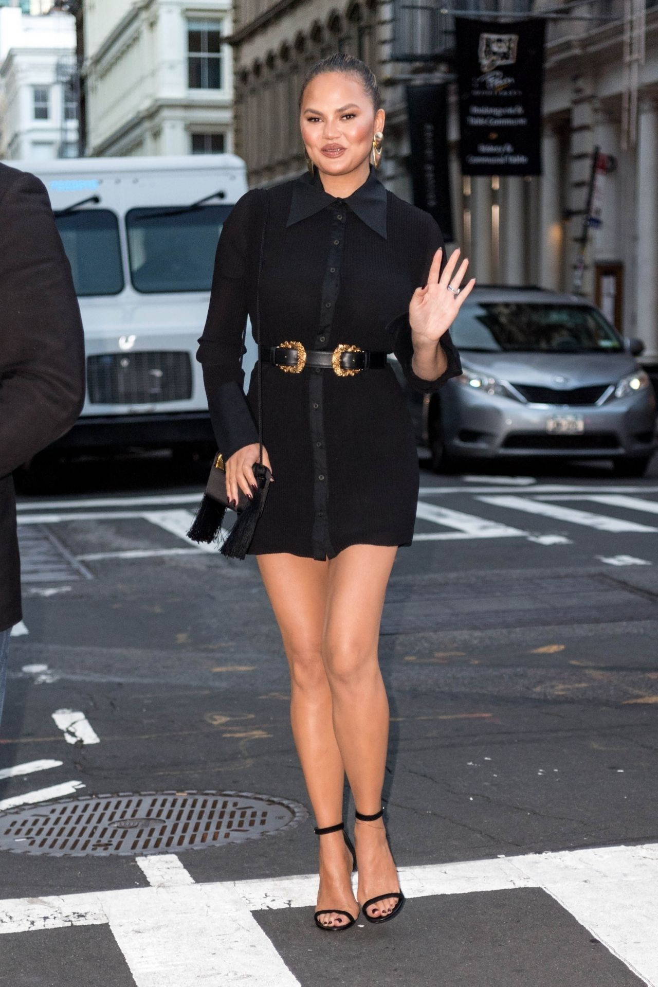 And New 10232018 Chrissy Black Teigen Dress In A Short York Heels JulFK1T3c