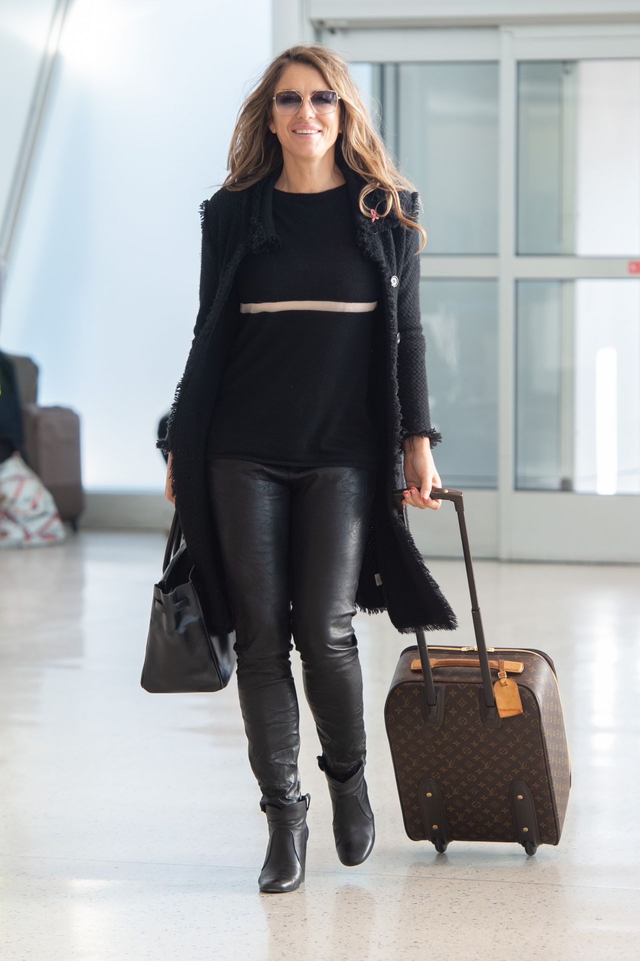 Elizabeth Hurley Arrives At Jfk Airport 10 12 2018