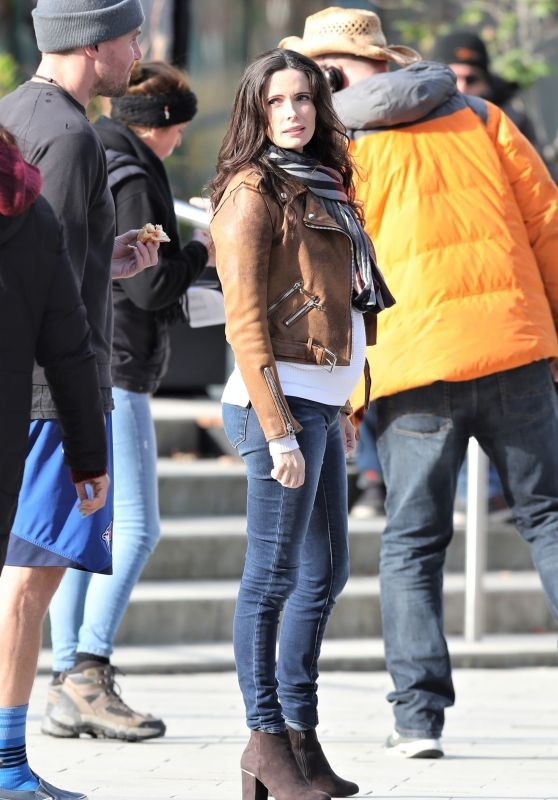 Elizabeth Tulloch - Filming Supergirl and Superman in Vancouver 10/23/2018