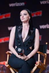 """Emma Dumont – """"The Gifted"""" Panel at NYCC 2018"""