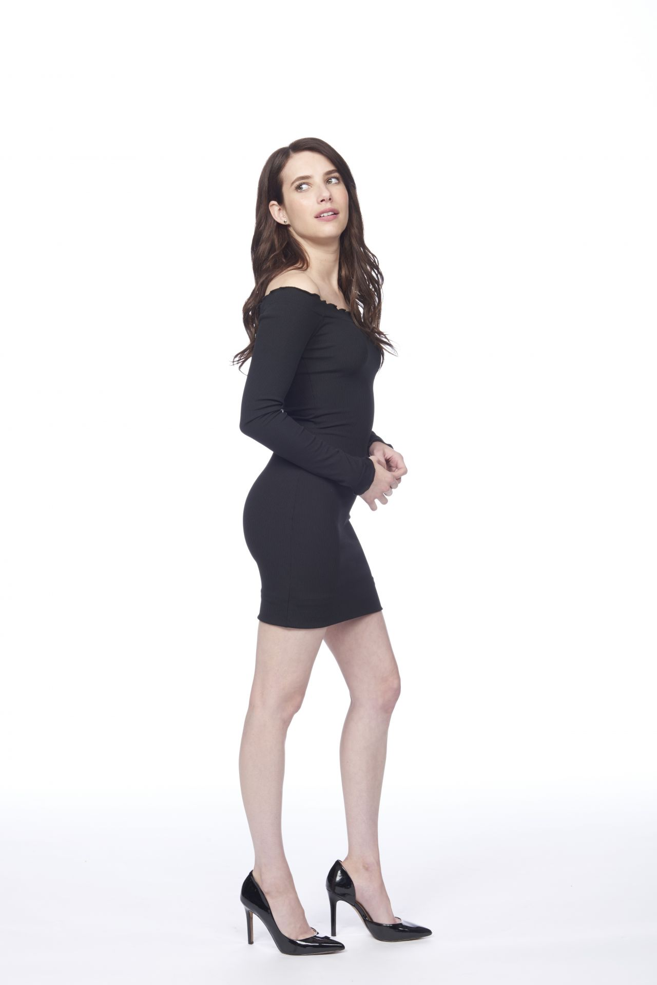 https://celebmafia.com/wp-content/uploads/2018/10/emma-roberts-little-italy-promoshoot-0.jpg