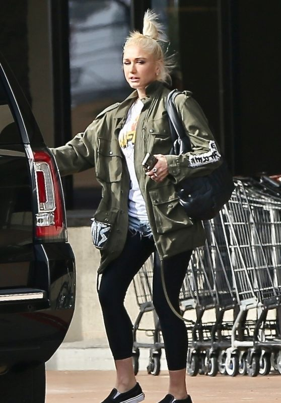 Gwen Stefani - Out in Santa Monica 10/28/2018