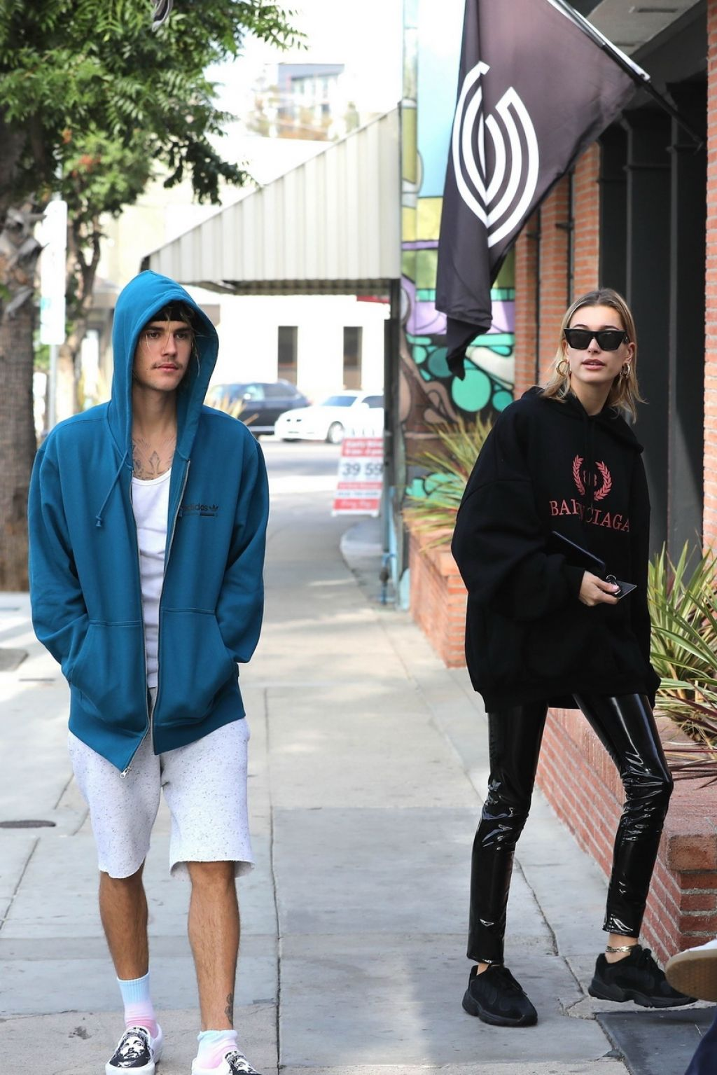 Hailey Baldwin And Justin Bieber Outside Alfred S Coffee