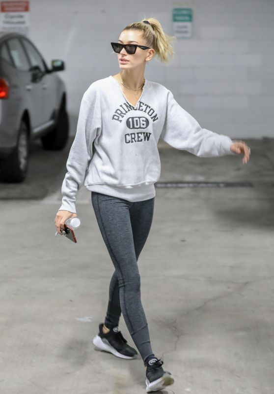 Hailey Baldwin in Spandex Arrives for a Pilates Class in Studio City 10/12/2018