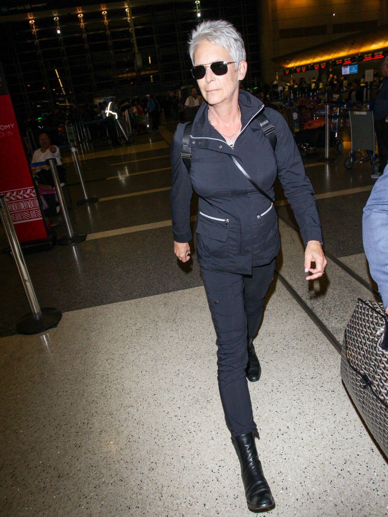 Jamie Lee Curtis at Los Angeles International Airport 10/21/2018