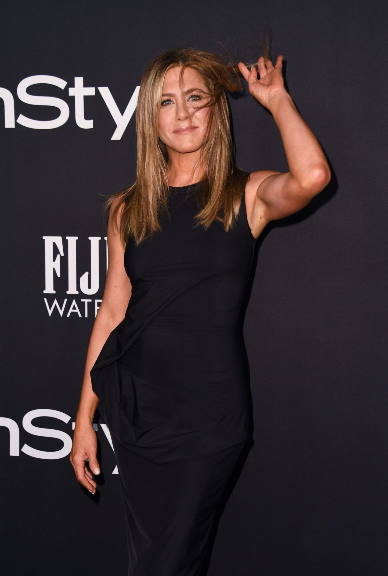 https://celebmafia.com/wp-content/uploads/2018/10/jennifer-aniston-2018-instyle-awards-3.jpg