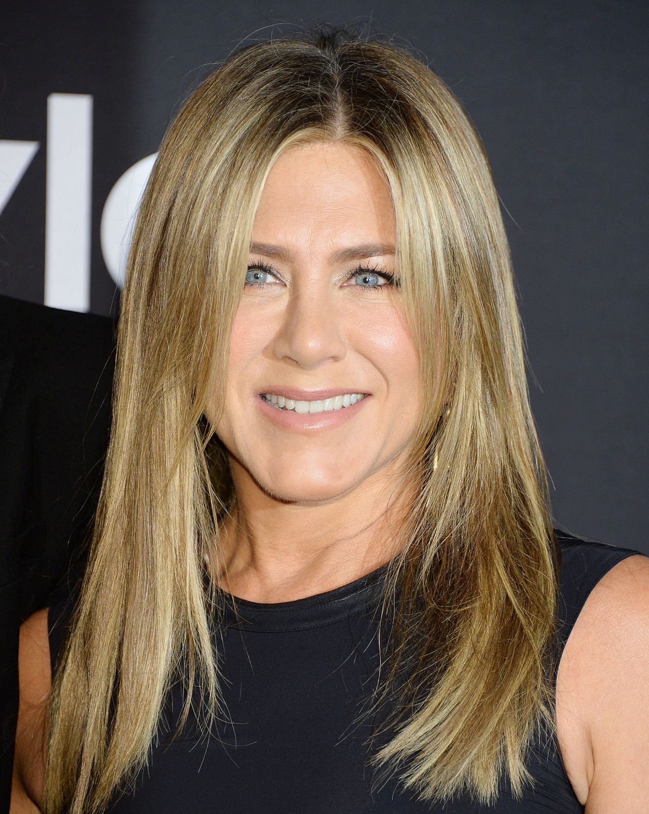 https://celebmafia.com/wp-content/uploads/2018/10/jennifer-aniston-2018-instyle-awards-7.jpg