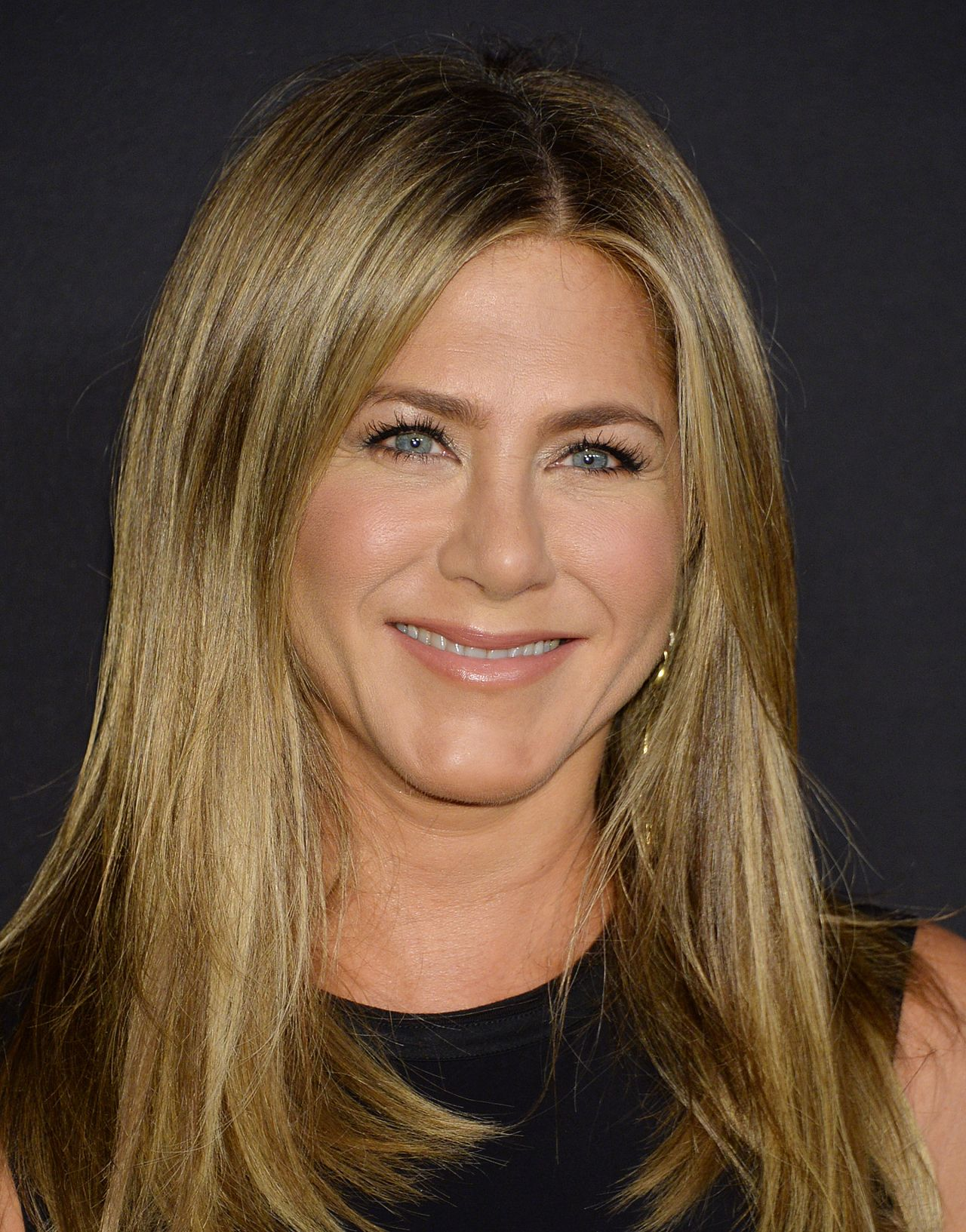 https://celebmafia.com/wp-content/uploads/2018/10/jennifer-aniston-2018-instyle-awards-8.jpg