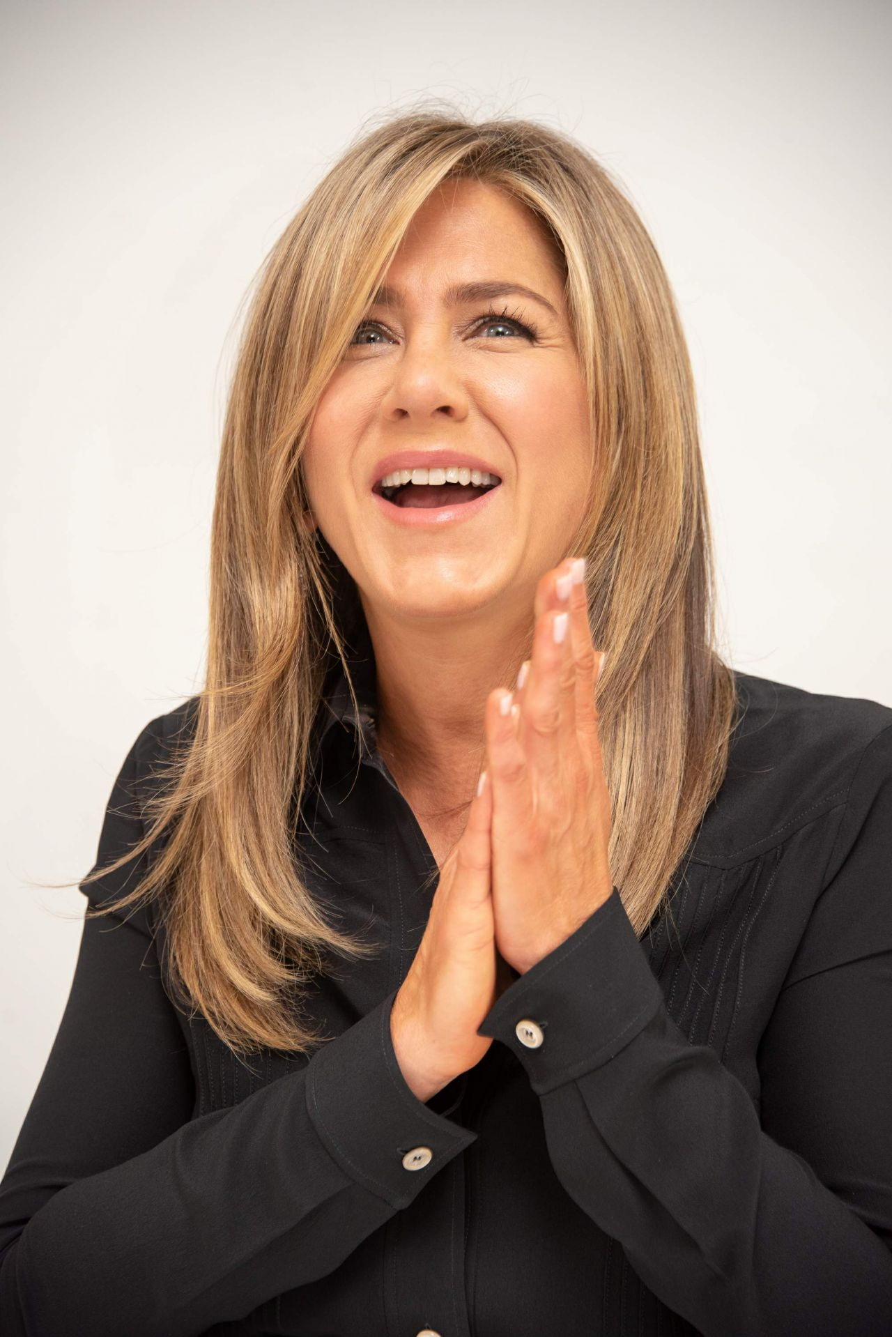 https://celebmafia.com/wp-content/uploads/2018/10/jennifer-aniston-dumplin-press-conference-in-beverly-hills-4.jpg