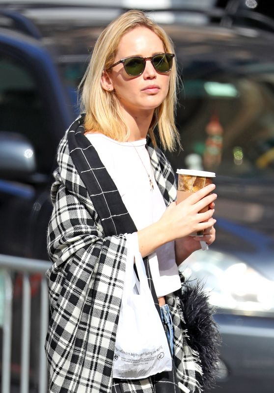 Jennifer Lawrence in a Plaid Cape-Scarf Out in NYC 10/05/2018