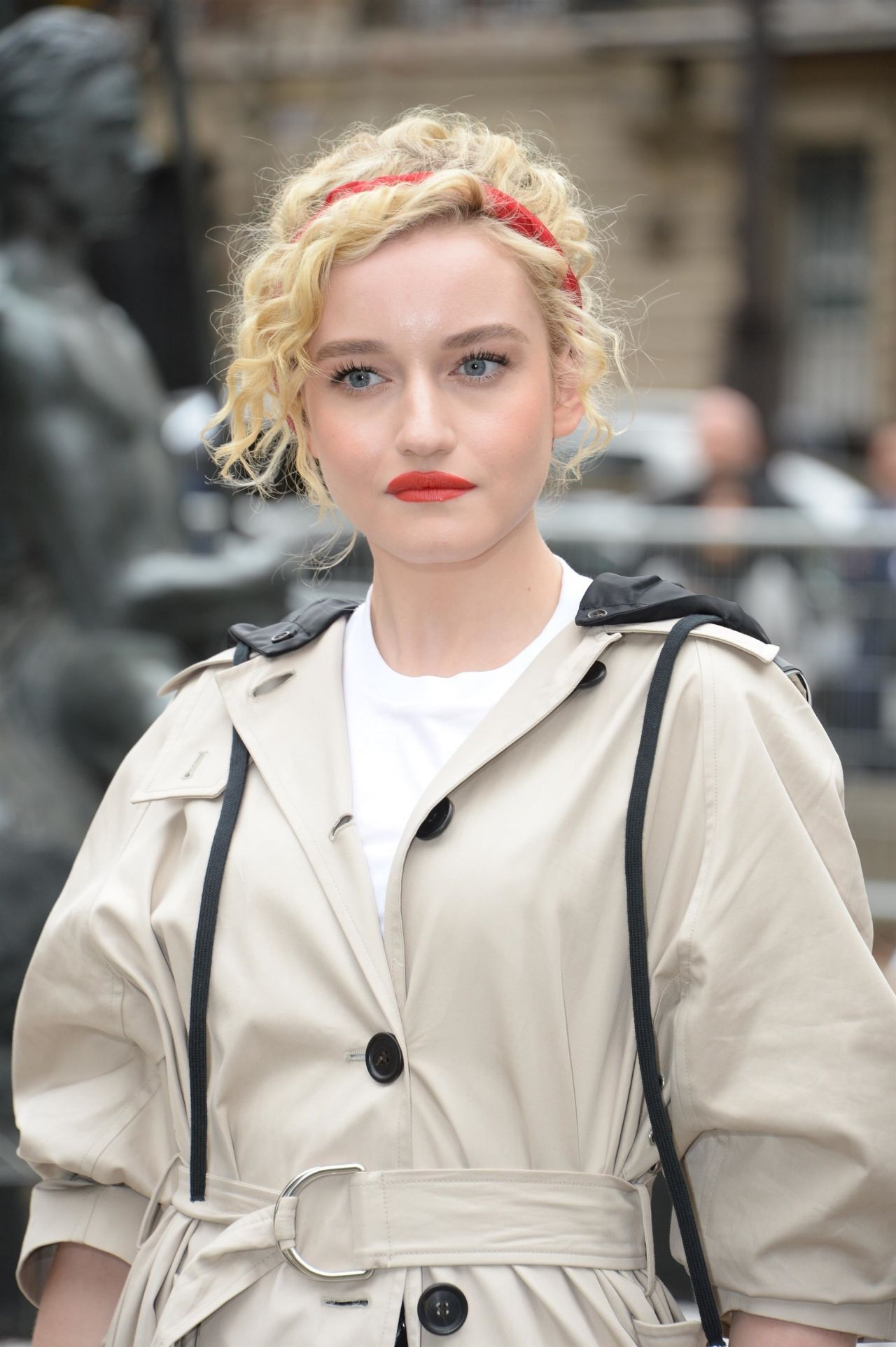 Julia Garner See Through 13 Photos: Julia Garner Latest Photos