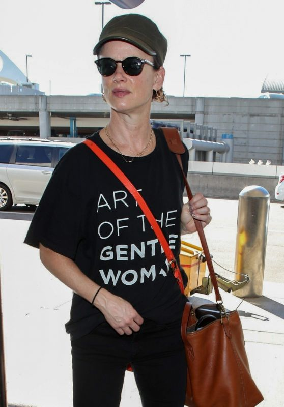 Juliette Lewis - LAX Airport in Los Angeles 10/19/2018