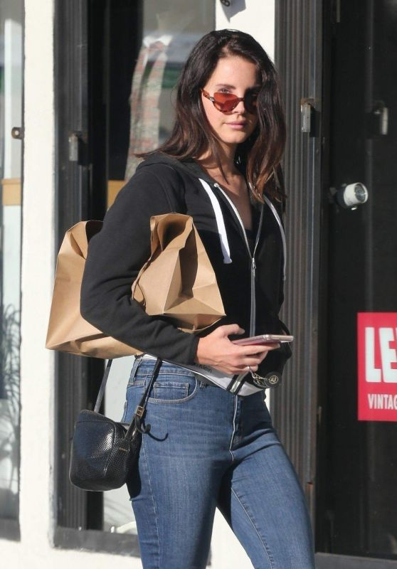 Lana Del Rey - Shopping in Los Angeles 10/19/2018
