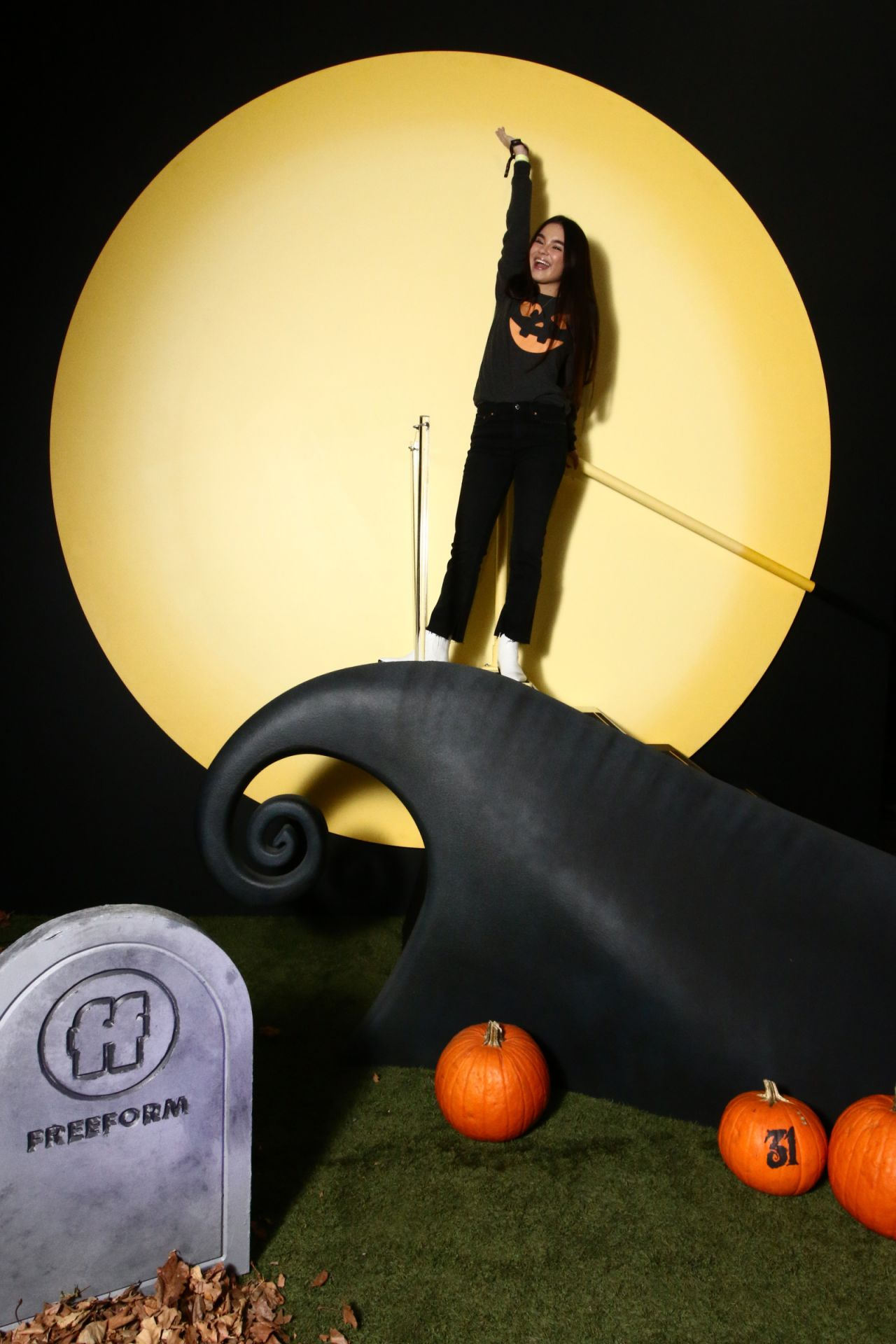 landry bender freeform halloween house photo booth 10032018