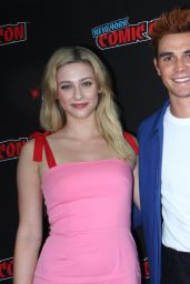 "Lili Reinhart - ""Riverdale"" Photocall at NYCC 2018"