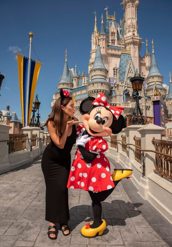 Lily Aldridge Visits Walt Disney World in Orlando 09/28/2018