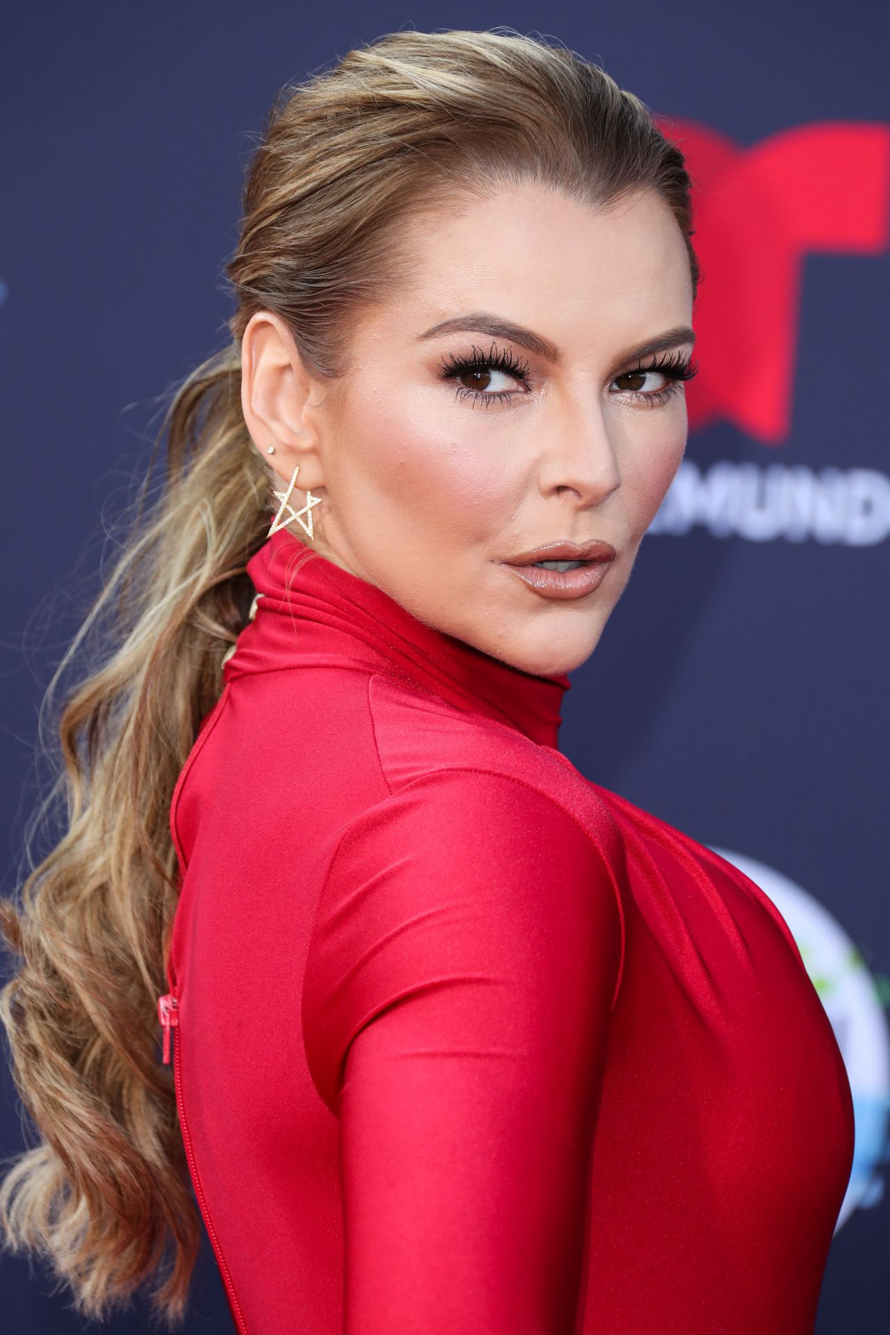 https://celebmafia.com/wp-content/uploads/2018/10/marjorie-de-sousa-2018-latin-american-music-awards-in-hollywood-3.jpg