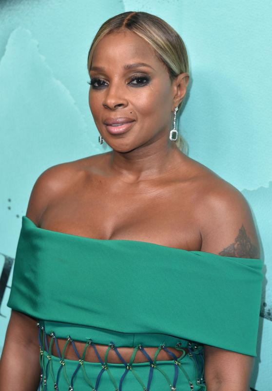 Mary J. Blige – 2018 Tiffany Blue Book Collection in NYC