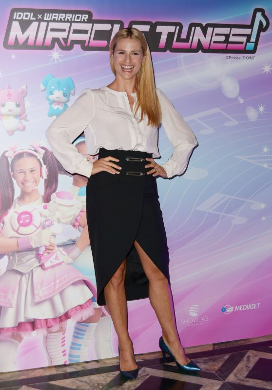 Michelle Hunziker - MIRACLE TUNES TV Fiction Photocall in Milan 09/30/2018