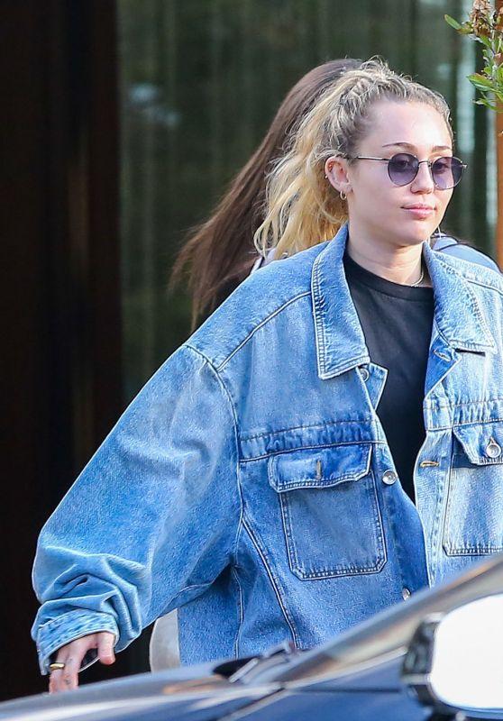 Miley Cyrus in Soho Malibu 09/30/2018