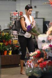 Nicole Murphy - Flower Shopping in Beverly Hills 10/19/2018
