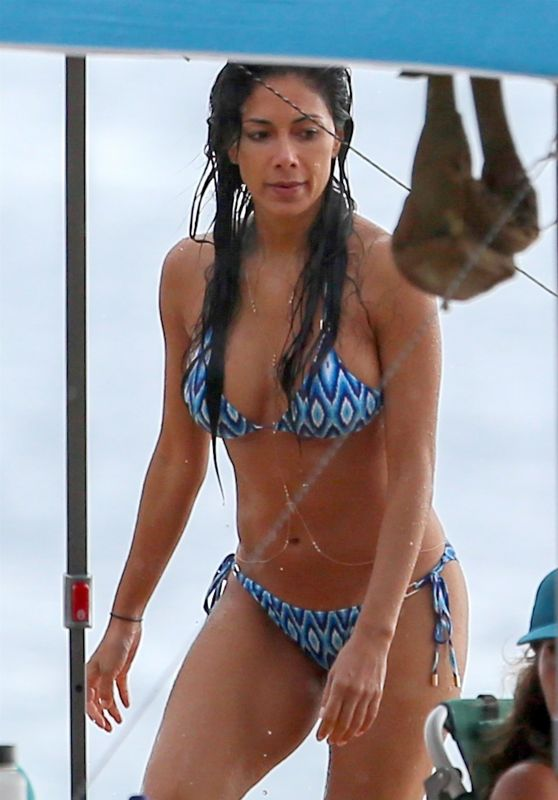 Nicole Scherzinger in Bikini on the Beach in Hawaii 10/12/2018
