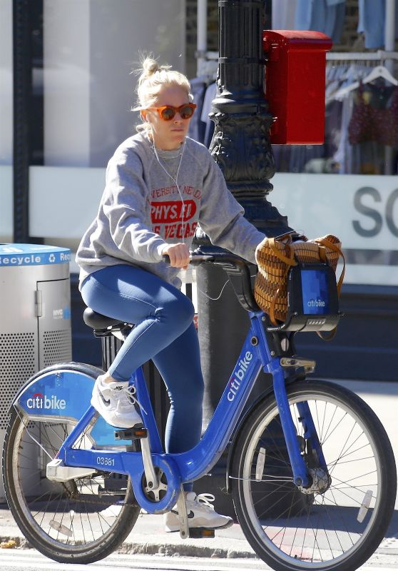 Sienna Miller - Riding a Citi Bike in NYC 10/12/2018