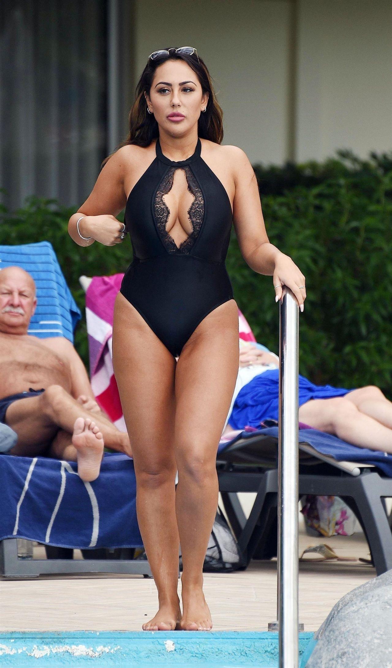 Martina martone nude sexy foto