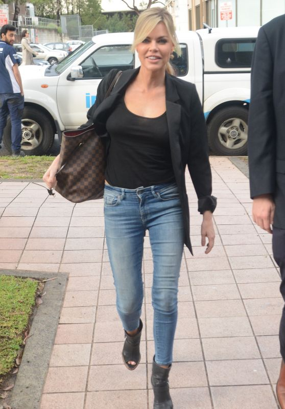 Sophie Monk - Arrives at KIIS FM in Sydney 10/17/2018
