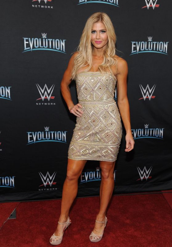 "Torrie Wilson – WWE's First Ever All-Women's Event ""Evolution"" Red Carpet"