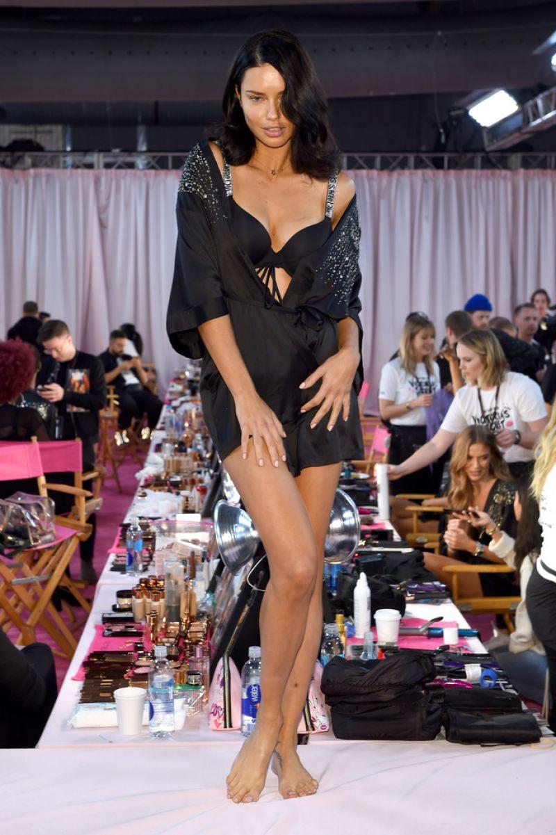 Adriana Lima – 2018 Victoria's Secret Fashion Show ...