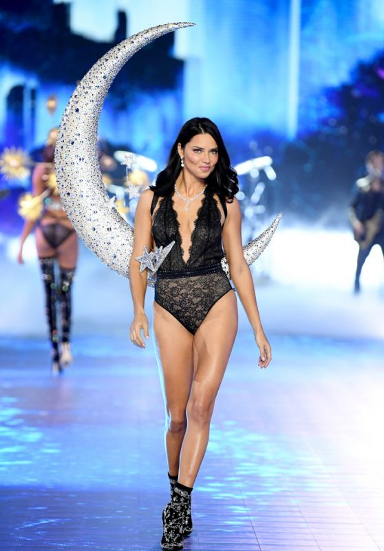 Adriana Lima – 2018 VS Fashion Show Runway