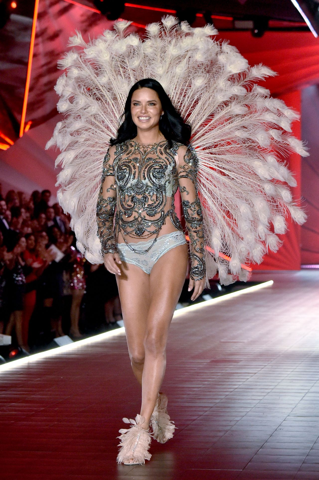 adriana lima  u2013 2018 vs fashion show runway  part ii